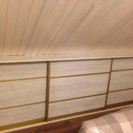 Шкаф под мансарду 00190